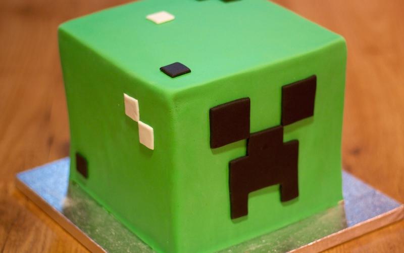"""Tarta de Fondant """"Creeper"""" de Minecraft"""