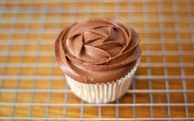 Cómo hacer Crema de Trufa para rellenar Tartas o decorar Cupcakes