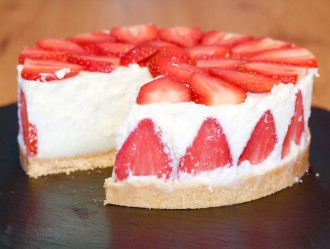 Tarta Mousse de Chocolate Blanco con Fresas