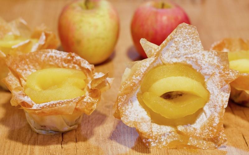 Tartaletas de pasta filo con manzanas